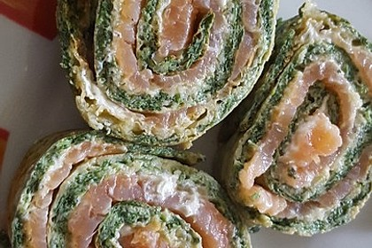 Low-Carb Spinatrolle mit Frischkäse und Kochschinken 33
