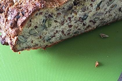 Low-Carb Brot mit Sonnenblumenkernen 63