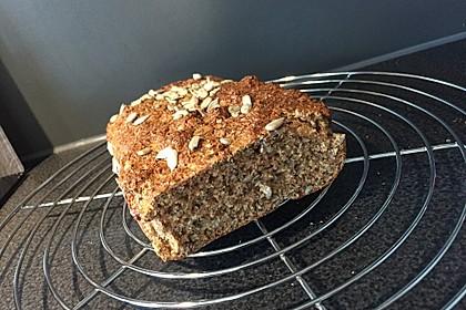 Low-Carb Brot mit Sonnenblumenkernen 38