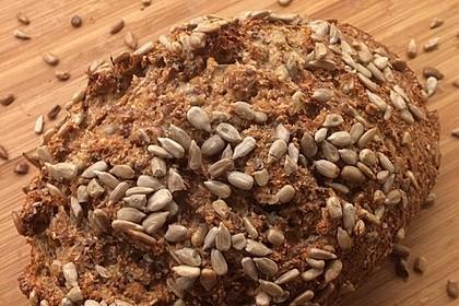 Low-Carb Brot mit Sonnenblumenkernen 39