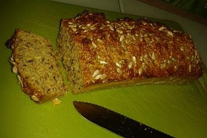 Low-Carb Brot mit Sonnenblumenkernen 95