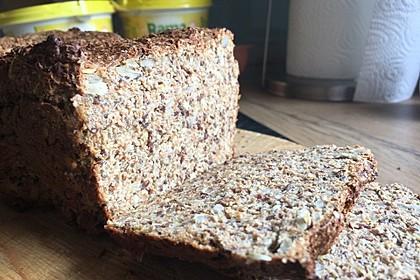 Low-Carb Brot mit Sonnenblumenkernen 86