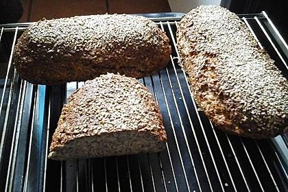 Low-Carb Brot mit Sonnenblumenkernen 68