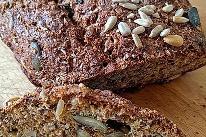 Low-Carb Brot mit Sonnenblumenkernen 71