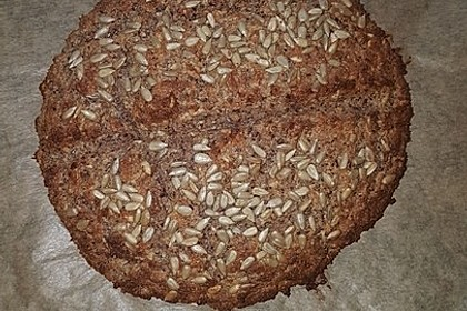Low-Carb Brot mit Sonnenblumenkernen 77