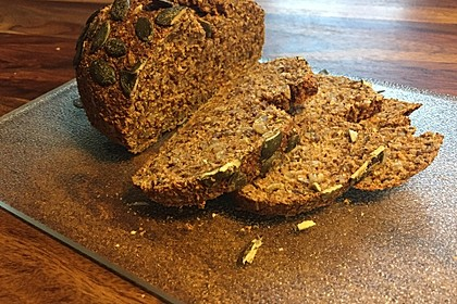 Low-Carb Brot mit Sonnenblumenkernen 47