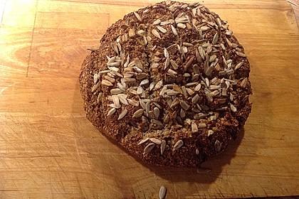 Low-Carb Brot mit Sonnenblumenkernen 44