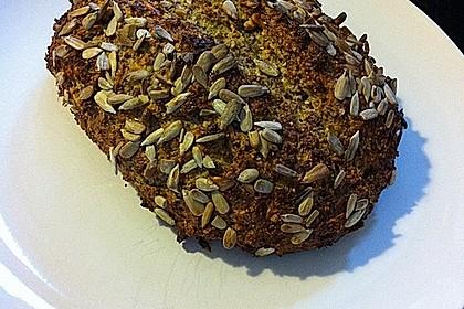 Low-Carb Brot mit Sonnenblumenkernen 14
