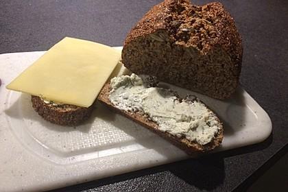 Low-Carb Brot mit Sonnenblumenkernen 29