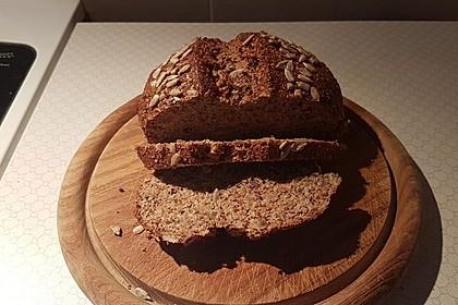 Low-Carb Brot mit Sonnenblumenkernen 87