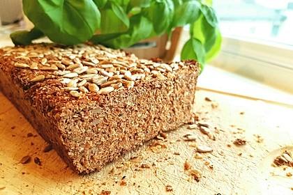 Low-Carb Brot mit Sonnenblumenkernen 62