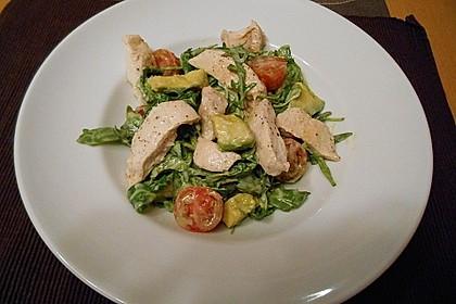 Avocadosalat mit Hähnchenbruststreifen in Zitronengrasdressing 2