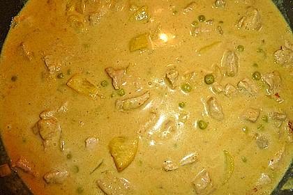 Currymit Erdnussbutter und Pfirsichen