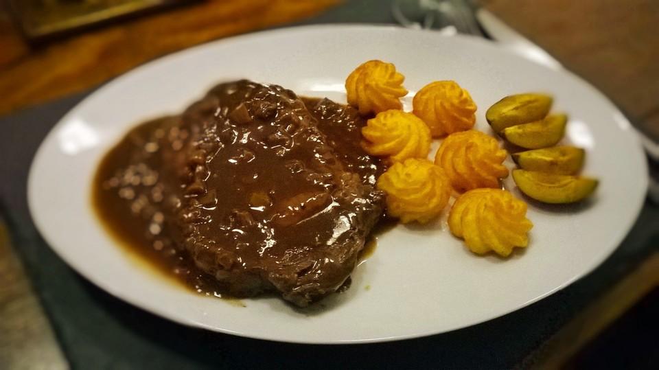 steak mit rotwein pflaumen sauce von m a r i e. Black Bedroom Furniture Sets. Home Design Ideas