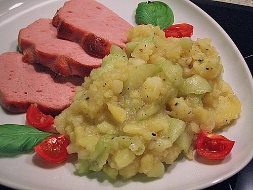 bayrischer kartoffelsalat mit gurke rezept mit bild. Black Bedroom Furniture Sets. Home Design Ideas