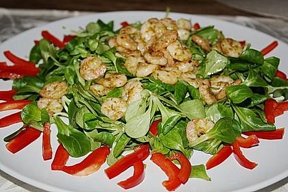 Gemischter Salat mit einem Honig - Walnussdressing und gebratenen Flusskrebsschwänzen 7