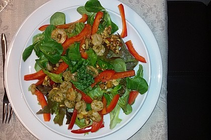 Gemischter Salat mit einem Honig - Walnussdressing und gebratenen Flusskrebsschwänzen 5
