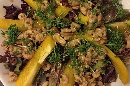 Gemischter Salat mit einem Honig - Walnussdressing und gebratenen Flusskrebsschwänzen 4