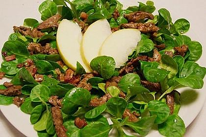 Feldsalat mit Leber und Speck