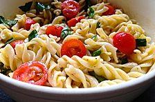 Nudelsalat mit Bruscetta
