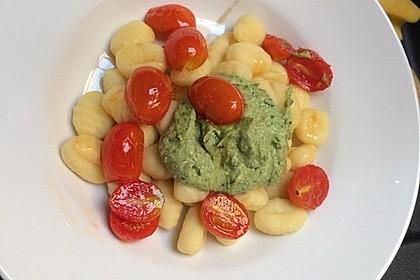 Gnocchi mit Avocado-Basilikum-Pesto 11