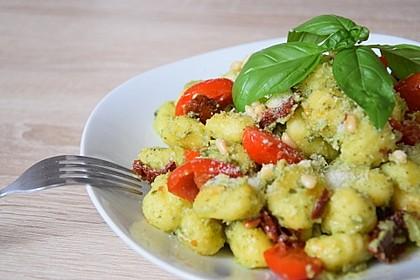 Gnocchi mit Avocado-Basilikum-Pesto 4