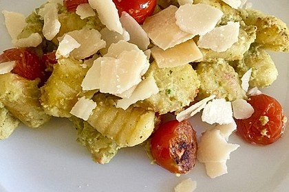 Gnocchi mit Avocado-Basilikum-Pesto 12