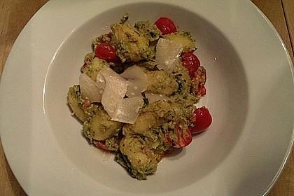 Gnocchi mit Avocado-Basilikum-Pesto 25
