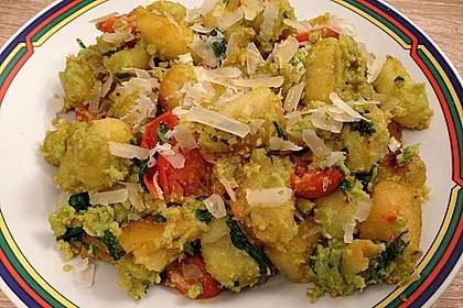 Gnocchi mit Avocado-Basilikum-Pesto 13
