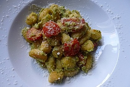Gnocchi mit Avocado-Basilikum-Pesto 15