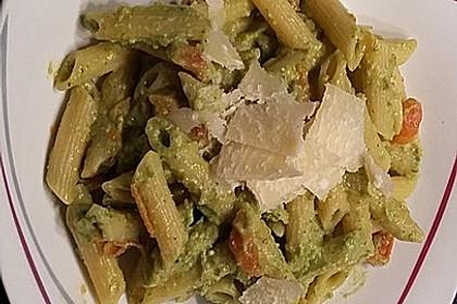 Gnocchi mit Avocado-Basilikum-Pesto 26