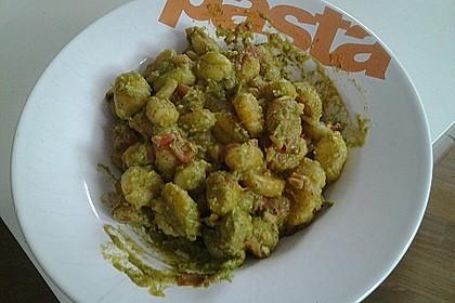 Gnocchi mit Avocado-Basilikum-Pesto 22
