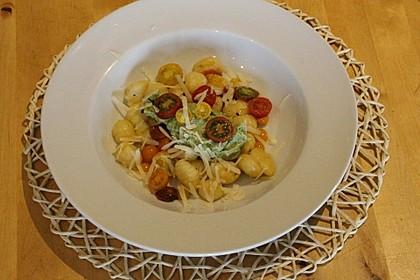 Gnocchi mit Avocado-Basilikum-Pesto 9