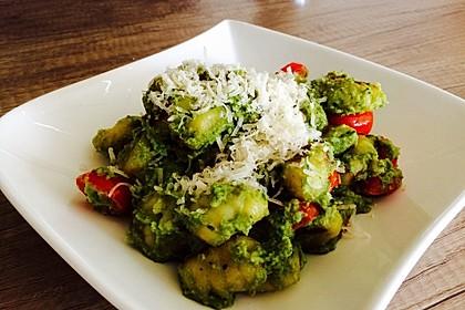 Gnocchi mit Avocado-Basilikum-Pesto 10