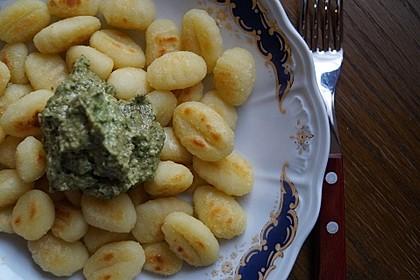 Gnocchi mit Avocado-Basilikum-Pesto 17
