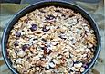 Dunkler Kirschkuchen mit Mandeldecke