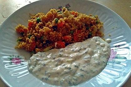 Gemüse-Couscous mit Nüssen und Joghurtsauce 3