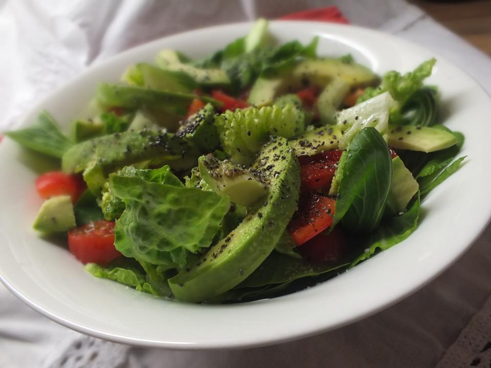 veganer salat mit avocado und pak choi rezept mit bild. Black Bedroom Furniture Sets. Home Design Ideas