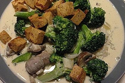Grünes Curry mit Brokkoli, Champignons und Kokosmilch 1