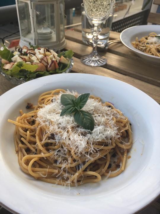 vegetarische spaghetti carbonara mit getrockneten tomaten. Black Bedroom Furniture Sets. Home Design Ideas