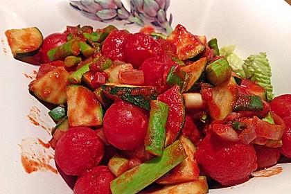 tomaten zucchini pfanne auf salat rezept mit bild. Black Bedroom Furniture Sets. Home Design Ideas
