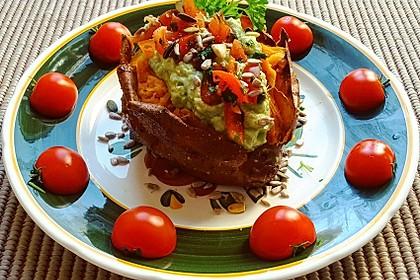 Gebackene Süßkartoffeln mit Avocado-Paprika-Creme 30