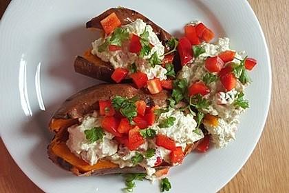 Gebackene Süßkartoffeln mit Avocado-Paprika-Creme 73