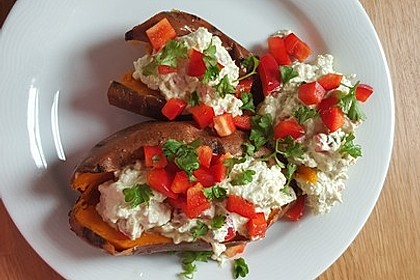 Gebackene Süßkartoffeln mit Avocado-Paprika-Creme 75