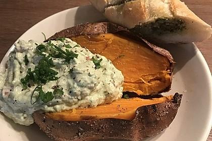 Gebackene Süßkartoffeln mit Avocado-Paprika-Creme 33