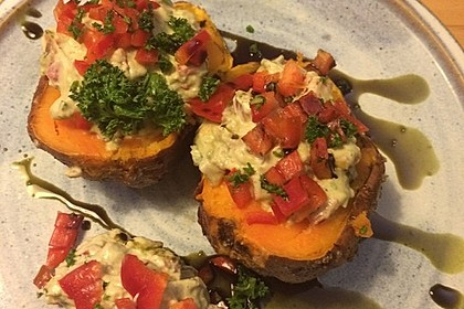 Gebackene Süßkartoffeln mit Avocado-Paprika-Creme 82