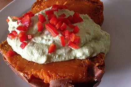 Gebackene Süßkartoffeln mit Avocado-Paprika-Creme 89