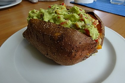 Gebackene Süßkartoffeln mit Avocado-Paprika-Creme 51