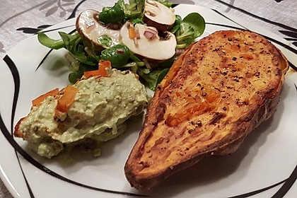 Gebackene Süßkartoffeln mit Avocado-Paprika-Creme 39