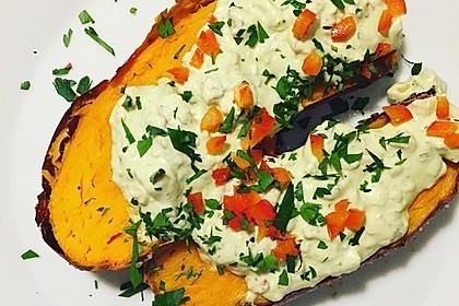 Gebackene Süßkartoffeln mit Avocado-Paprika-Creme 68